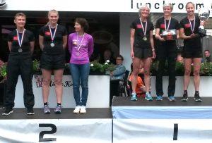 Damesteams op podium van Kastelenloop 2017